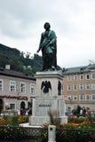 Mozart staty i Salzburg arkivfoton