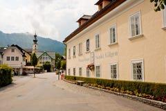 Mozarthouse y una calle en St. Gilgen imagen de archivo