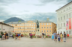 Mozartplatz广场在萨尔茨堡,奥地利 免版税图库摄影