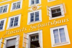 Mozarts Geburtshaus i Salzburg, Österrike Arkivbilder