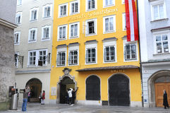 Mozarts Geburtshaus i Salzburg, Österrike Royaltyfri Bild