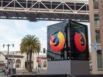 Mozilla Firefox logo na zewnątrz San Fransisco lokaci z palmą zdjęcie royalty free