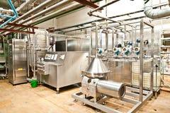 MOZYR, ΛΕΥΚΟΡΩΣΊΑ - 22 Σεπτεμβρίου 2011: Συνδυάστε για το γάλα επεξεργασίας Μηχανές, μηχανισμοί και εξοπλισμός Στοκ φωτογραφία με δικαίωμα ελεύθερης χρήσης