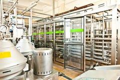 MOZYR, ΛΕΥΚΟΡΩΣΊΑ - 22 Σεπτεμβρίου 2011: Συνδυάστε για το γάλα επεξεργασίας Μηχανές, μηχανισμοί και εξοπλισμός Στοκ Φωτογραφία