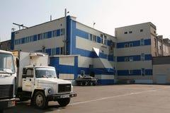 MOZYR, БЕЛАРУСЬ - 22-ое сентября 2011: Завод обработки мяса Обрабатывать свинины и говядины Машины, механизмы и оборудование стоковые фото