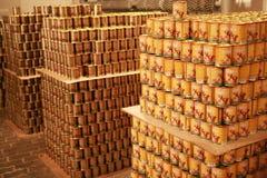 MOZYR, BIELORUSSIA - 22 settembre 2011: La pianta di lavorazione della carne prodotti finiti Alimento inscatolato per gli animali Fotografia Stock