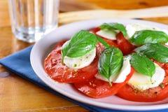 Mozzarella Caprese de tomate Photo stock