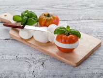 Mozzarella e tomate-mozzarella e imagens de stock royalty free
