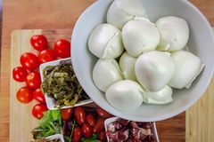 Mozzarella et apéritifs de Buffalo Photographie stock libre de droits