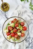 Mozzarella et salade de tomates-cerises Images libres de droits