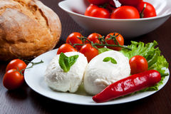 Mozzarella, Gemüse und Tomaten Stockfotos