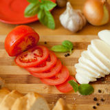 Mozzarella i świeży tomatoe, włoszczyzna obraz stock