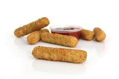 Mozzarella-Käse-Steuerknüppel stockbilder