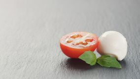 Mozzarella piłki z pomidorami i basilem Obraz Royalty Free