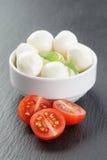 Mozzarella piłki z pomidorami i basilem Zdjęcia Stock