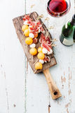 Mozzarella prosciutto, meloncanapes Arkivbilder