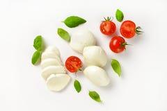 Mozzarella, tomater och basilika Arkivfoton