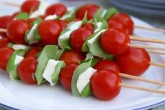 mozzarellaen klibbar tomatoe arkivbild