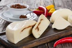 Mozzarellafülle fest mit adjika oder rotem Pesto Lizenzfreie Stockfotos