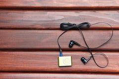 MP3-Player auf einer Tabelle Stockbild