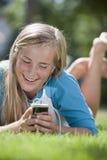 女孩青少年的MP3播放器 免版税库存图片