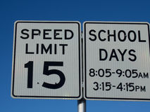 15 MPH σημάδι σχολικού ορίου ταχύτητας Στοκ εικόνες με δικαίωμα ελεύθερης χρήσης