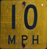10 MPH-Höchstgeschwindigkeits-Zeichen Stockfoto