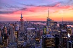 Πόλη της Νέας Υόρκης της περιφέρειας του κέντρου με το Εmpire State Building στο καταπληκτικό ηλιοβασίλεμα Στοκ εικόνα με δικαίωμα ελεύθερης χρήσης