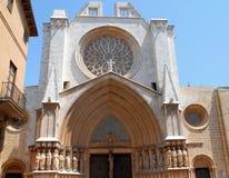 Mposing и красивый вход diTarragona собора в Испании Стоковое Фото