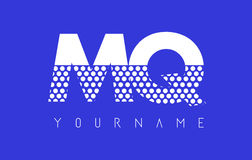 MQ M Q Dotted Letter Logo Design con el fondo azul Imagen de archivo