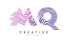 MQ M Q Zebra Lines Letter Logo Design mit magentaroten Farben Lizenzfreie Stockfotos