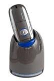 Máquina de afeitar eléctrica en un craddle de la limpieza Imagen de archivo libre de regalías