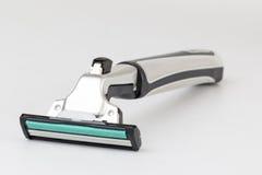 Máquina de afeitar en el fondo blanco Fotografía de archivo libre de regalías