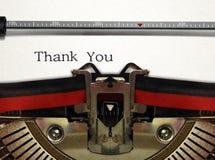 A máquina de escrever próxima acima com agradece-lhe exprimir Fotografia de Stock Royalty Free