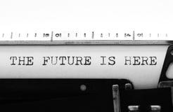 Máquina de escrever Texto de datilografia: o futuro está aqui Fotos de Stock