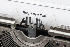 Máquina de escribir del vintage con Feliz Año Nuevo del texto Fotografía de archivo