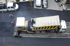 Máquina de extensión del asfalto Imágenes de archivo libres de regalías