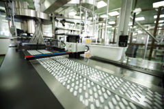 Máquina en una compañía farmacéutica Imágenes de archivo libres de regalías
