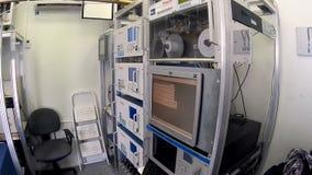 Máquinas de la contaminación atmosférica en la estación metrajes