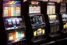 Máquinas tragaperras del casino Imagen de archivo