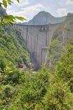 Mratinje fördämning på den Piva floden, Montenegro royaltyfria bilder
