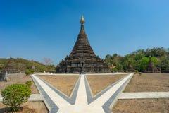 Mrauk U市, Rakhine stat萨迦派人Aung老塔地标  免版税库存图片