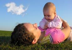 Mère avec la chéri Photo stock