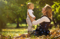 Mère avec le fils Photographie stock