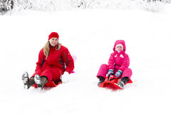 Mère et descendant en hiver Images libres de droits