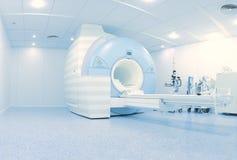 MRI-laboratorium met geavanceerd technisch eigentijds materiaal stock foto's