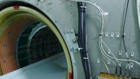 MRI-scanner zonder hoger plastiek die panelen omvatten MRI-machine het assembleren en installatie De bouw van nieuwe modern stock videobeelden