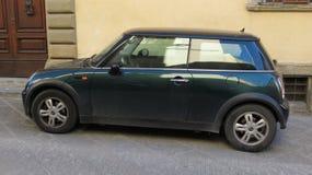 Mörker - gröna Mini Cooper Arkivbild