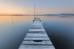 Mroźny świt na jeziorze zdjęcie royalty free