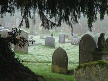 Mroźny ranku cmentarz fotografia stock
